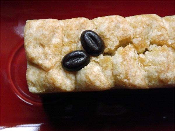 Zoom sur deux grains de café très intenses