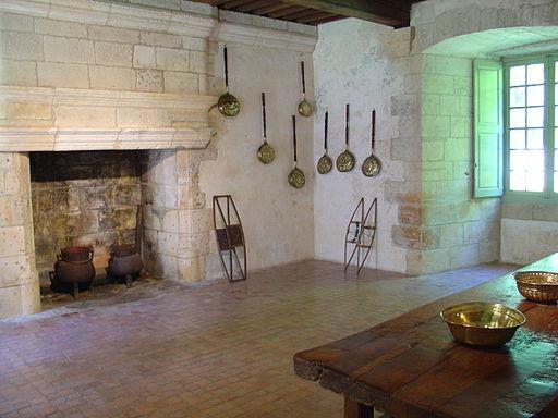 Salle à manger du château de Puyguilhem