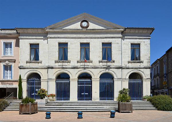 La mairie de Nontron - Photo de JLPC– License CC-BY-SA