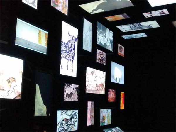 Autre vue de la galerie numérique qui fait le lien entre art pariétal et art contemporain.