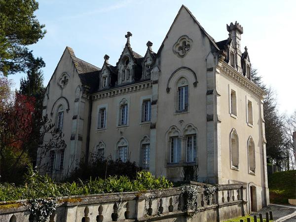 Le couvent de Notre-Dame-de-Sanilhac - Photo de Père Igord sous licence CC-BY-SA